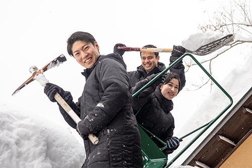 #026 雪国の伝統建築? かまくら作ってます!